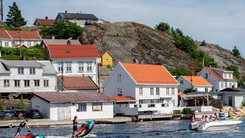 Kragerø kommune har gitt unntak for byggeforbudet i strandsonen i 75 prosent av søknadene de siste fire årene. I Mandal ble 96 prosent av søknadene innvilget. Bildet fra en tidligere sommerdag i Kragerø.