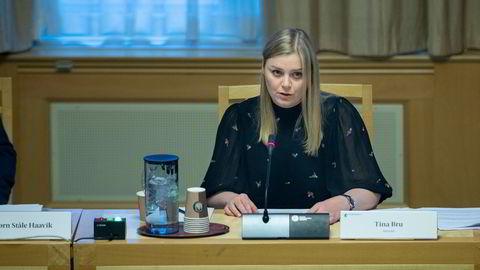 Tina Bru må føre en strengere styring med Equinor. Det mener flertallet i Stortingets energi- og miljøkomité. Bildet er tatt fra høringen i energi- og miljøkomité.