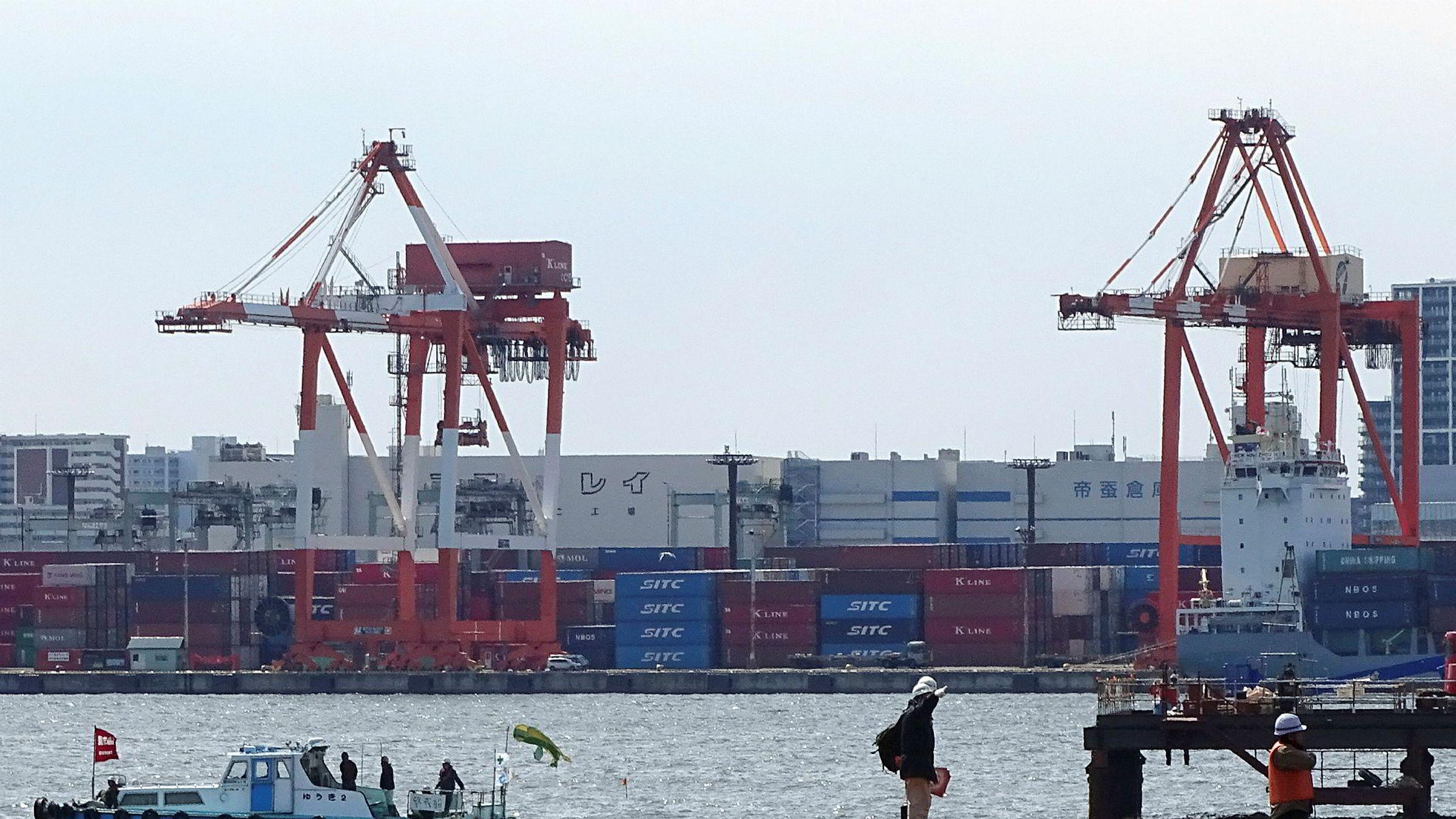 Veksten i verdenshandelen er den høyeste på seks år. Sør-Korea, Indonesia, India, Tyskland og Italia har høy eksportvekst.