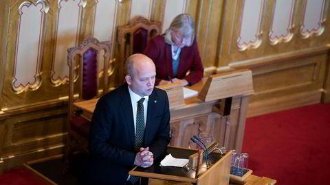 Senterpartiets leder Trygve Slagsvold Vedum lover at staten skal slutte å bruke PR-byråer dersom de rødgrønne vinner valget neste år, skriver Ole Christian Apeland i kronikken.