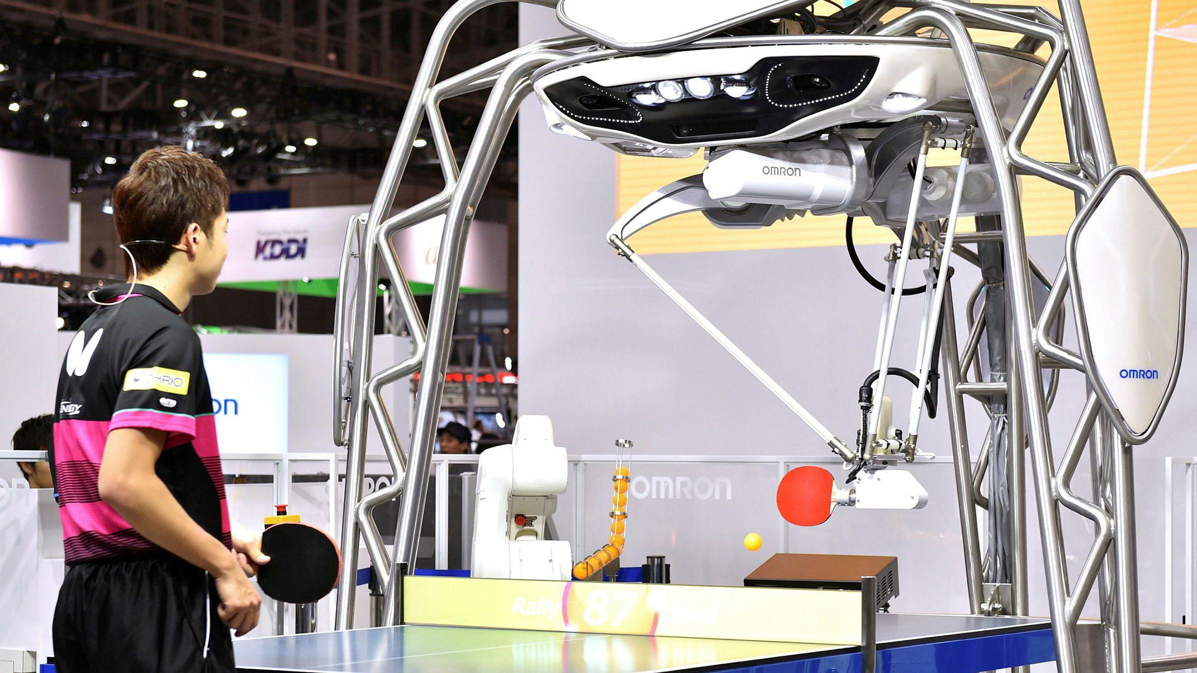 Teknologiselskapene har gjort store fremskritt de siste to-tre årene med kunstig intelligens og de smarteste løsningene nærmer seg intelligensen til en seksåring, ifølge en ny forskningsrapport. På en robotmesse i Tokyo viser «Forpheus» frem sine talenter denne uken.