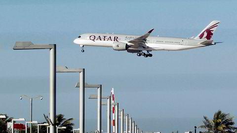 Et Qatar Airways-fly tar av i Doha. Nå går selskapet inn som sponsor i tre storklubber.