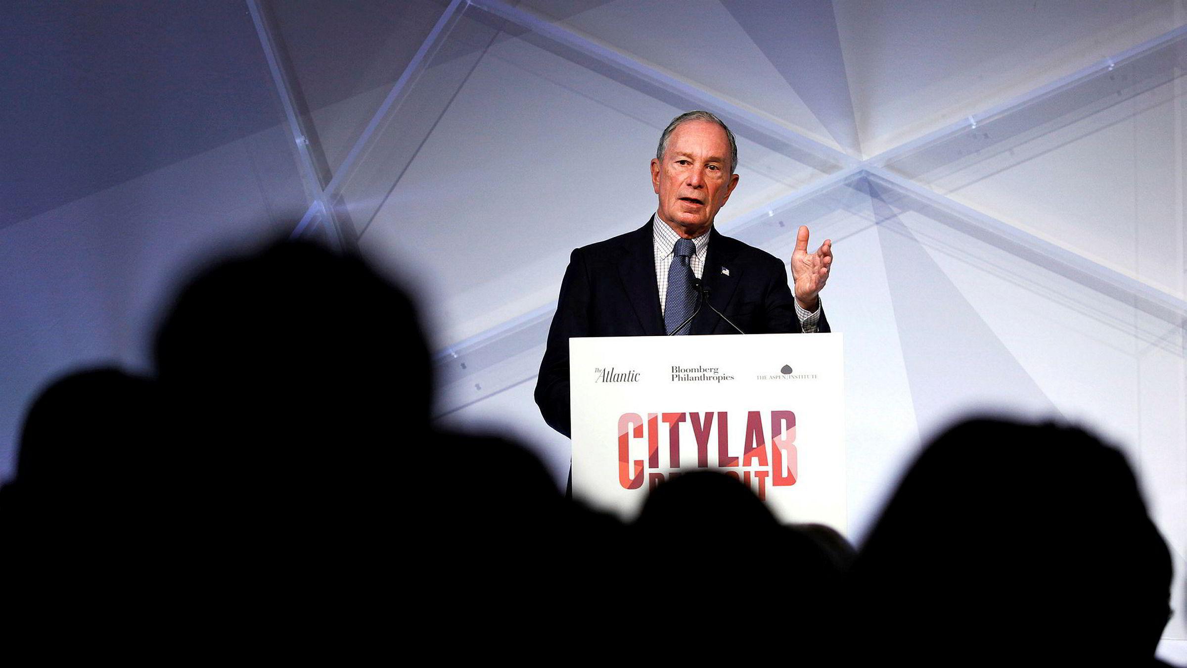 Ingen andre kandidater har brukt så mye penger på reklame i løpet av én uke, melder nyhetsbyrået Bloomberg , som er grunnlagt av den 77 år gamle milliardæren Michael Bloomberg.