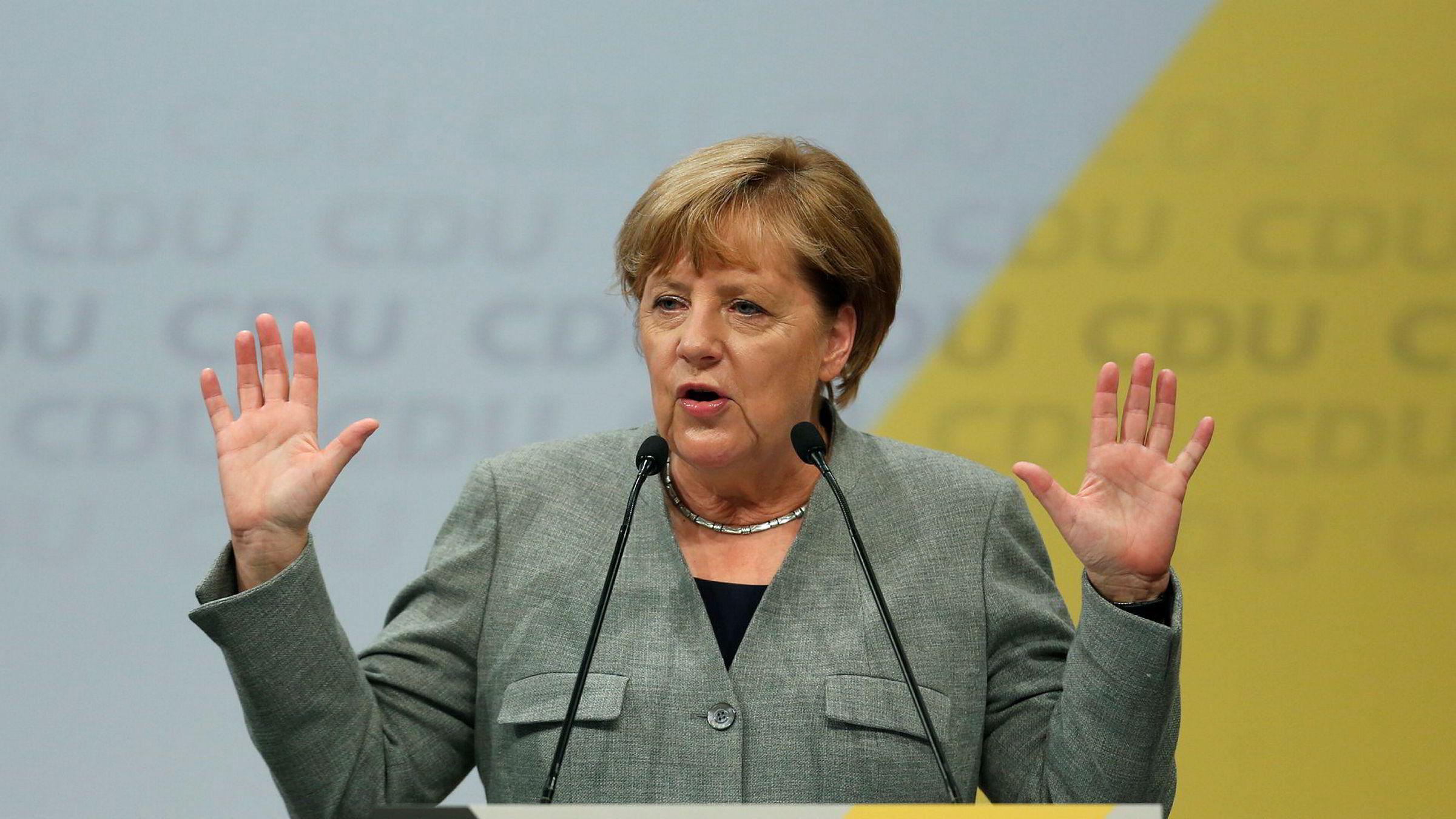 Forbundskansler Angela Merkel holdt en tale i Tyskland lørdag. Der kom hun blant annet med et ultimatum til den kontroversielle bilindustrien i landet.