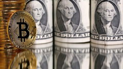 Toppsjefen for det børsnoterte amerikanske selskapet Microstrategy spådde kollaps av bitcoin da kursen lå på 600 dollar i 2013. Nå har selskapet kjøpt nesten 40.000 bitcoin til kurs på over 10.000 dollar.