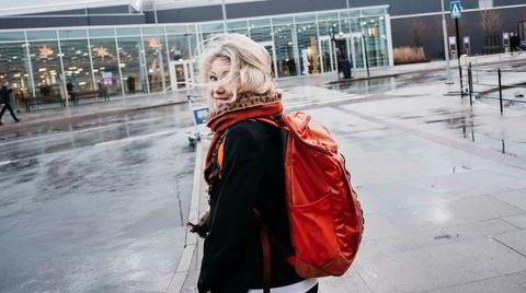 Siri Kalvig leder investeringsfondet Nysnø. Hun er tidsoptimist og konstant litt sent ute. Her er hun på vei inn på Stavanger lufthavn Sola.