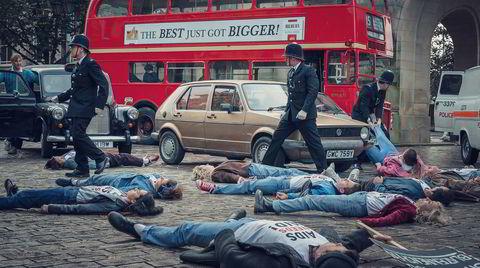 Ligg ned-aksjonen Aids Need Aid er den eneste demonstrasjonen hovedpersonene i «It's a Sin» er med på.