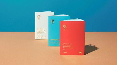 Norge i rødt, hvitt og blått. Den røde fargen blir fremdeles standarden på de nye passene, mens diplomatpasset blir blått og nødpasset hvitt. Den nye rødfargen på omslaget er en modernisert versjon fra passene som ble brukt på 1970- og 1980-tallet.