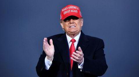 Valget av Donald Trump kom ikke fra intet, mener forfatter Jared Yates Sexton. Han trekker linjene tilbake til den amerikanske revolusjonen i 1776. Her ankommer Trump Muskegon flyplass tidligere i måneden.