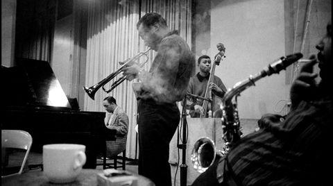 Jazzer med gutta. En helt alminnelig kveld i New York, 1958. Miles Davis (trompet), Red Garland (piano), Paul Chambers (bass) og Julian «Cannonball» Adderley (altsaksofon, i forgrunnen).