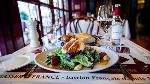 Salat med grillet chèvre er en av Brasserie Frances vanligste lunsjretter.