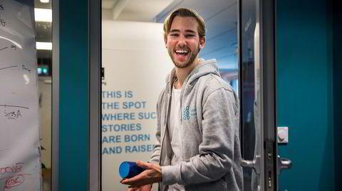 William Plahte Pearson (26) har solgt drikkeflasker for 12 millioner kroner – og gitt to av millionene videre til arbeid mot plastforurensing