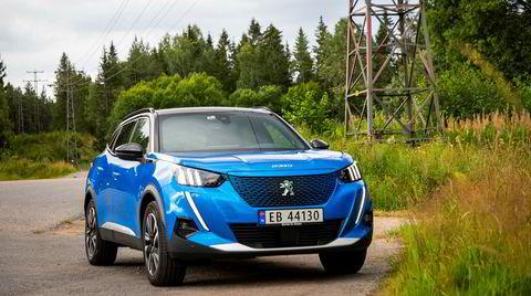 Med en lengde på 4,3 meter bikker Peugeot e-2008 akkurat over i betegnelsen familiebil.
