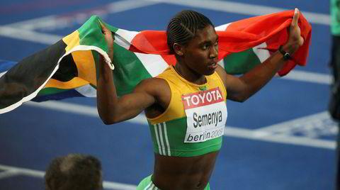 Hanket inn. Da Caster Semanya vant sitt VM-gull på 800 meter i Berlin i 2009, ble 18-åringen hanket inn til kjønnstest.