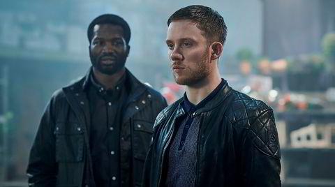 Sope Dirisu (til venstre) og Joe Cole i «Gangs of London», en tv-serie som kunne trengt bitte litt mer pusterom mellom voldsutbruddene.