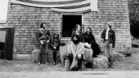 Grateful Dead i 1970, i tiden rundt innspillingen av klassikeren «American Beauty». Fra venstre: Bill Kreuzmann, Ron «Pigpen» McKernan, Jerry Garcia (foran), Bob Weir, Mickey Hart og Phil Lesh.