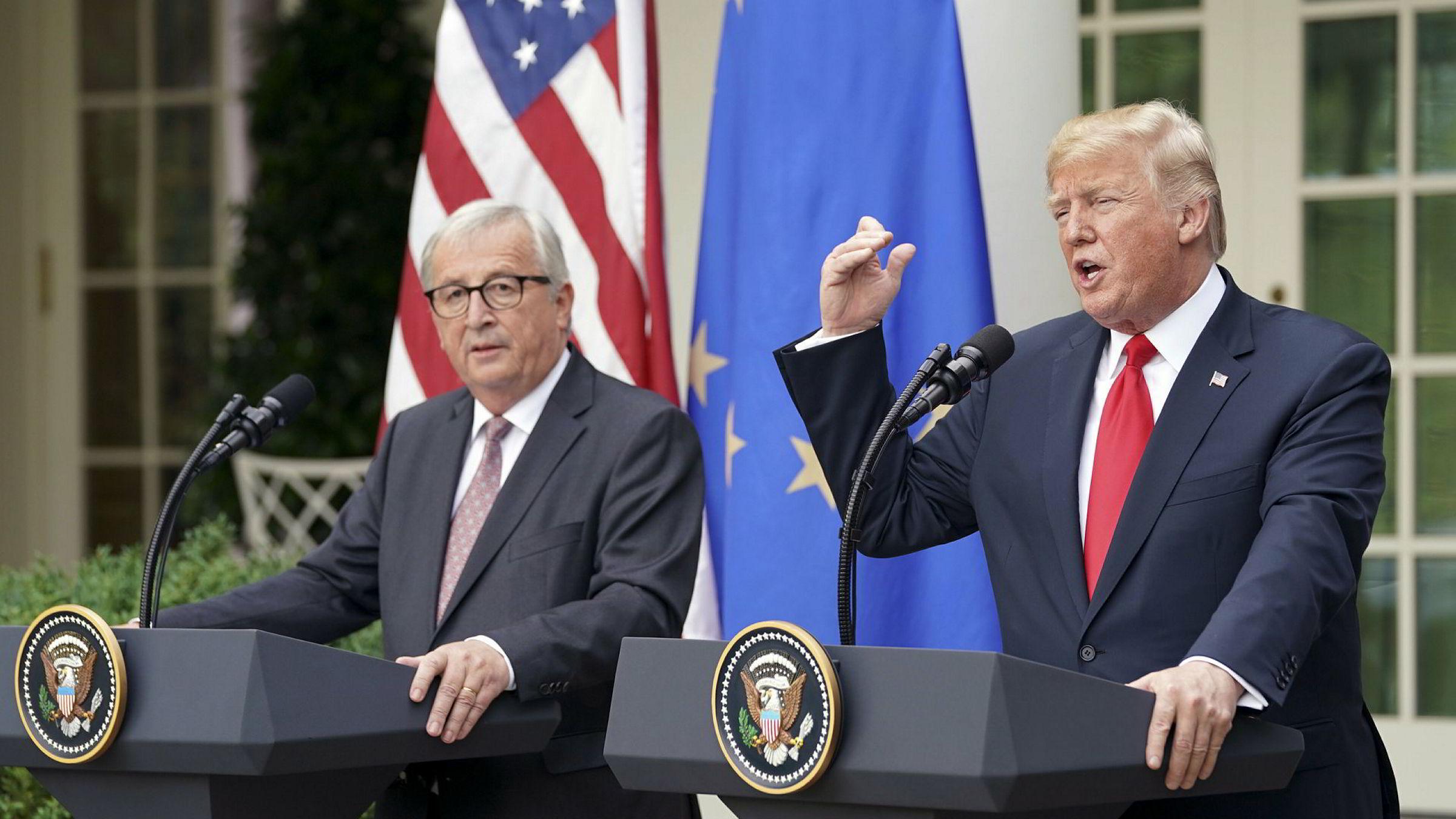 USAs president Donald Trump og Europakommisjonens sjef Jean-Claude Juncker hasteinnkalte til pressekonferanse utenfor Det hvite hus onsdag kveld norsk tid. Der presenterte de en overraskende handelsenighet.