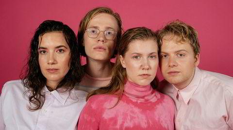 Mall Girl er Bethany Forseth-Reichberg (vokal), Iver Armand Tandsether (gitar), Hannah Veslemøy Narvesen (trommer) og Eskild Myrvoll (bass).