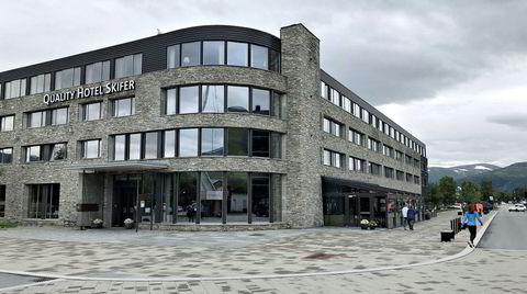 Quality Hotel Skifer i Oppdal er blitt et landemerke langs E6 – dog inntil en trafikkert hovedvei – og er et populært spisested også for andre enn hotellets gjester. Akkurat på tampen av sommeren var det problemer på kjøkkenet som satte en liten demper på inntrykket.