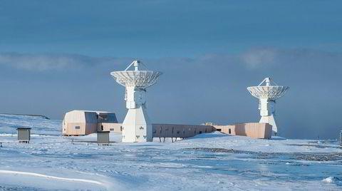 Stjernekikker. Jordobservatoriets antenner tar imot signaler fra kvasarer, som er himmellegemer opptil 13 milliarder lysår ut i verdensrommet, for å best mulig kartlegge bevegelser i jordoverflaten, jordens rotasjon og nøyaktig plassering i verdensrommet.