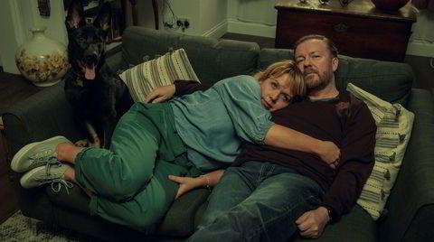 Tony (Ricky Gervais) er en sorgens ulende tåkelur av livslede, misnøye og skjellsord. Og muligens finnes det en liten kjerne av anstendighet igjen i mannen også.