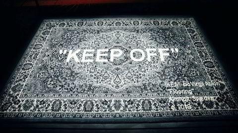 «Gulvmatte». Dette Virgil Abloh-teppet i 80 prosent ull og 20 prosent nylon selges på Ikeas såkalte «Art event» fra 12. april og koster 2999 kroner. Teppet måler tre ganger to meter.