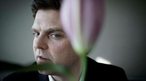 Business og blomster. – Viser jeg min softe side nå? spør Kjartan Landgraff Kalstad, partner i McKinsey. Han mener det er viktig å ha humor på jobb, vise sitt sanne jeg og kjenne sine svakheter