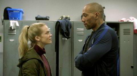 Motstand. Det er blandede følelser hos Michael (John Carew) og lagkameratene i Varg når de får vite at Helena (Ane Dahl Torp) er deres nye hovedtrener.