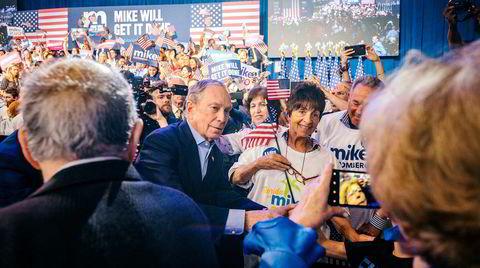 New Yorks tidligere ordfører og milliardær Michael Bloomberg var kampklar på en valgvake i Florida tirsdag kveld. Onsdag kveld, på et hotell i Manhattan, trakk en rørt Bloomberg sitt kandidatur. – Jeg ble med i president-kappløpet for å bli kvitt Donald Trump, og i dag forlater jeg kappløpet av samme grunn: For å bli kvitt Donald Trump, sa han.