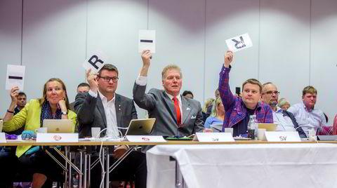 Boikott. Fylkestinget stemmer mot å sende delegater til en fellesnemnd for å forberede fylkessammenslåingen. Slik håper politikerne å boikotte Stortingets vedtak