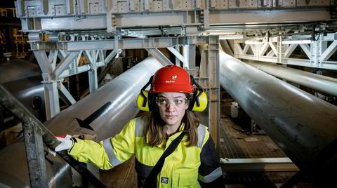 Leder i Naturvernforbundet Silje Ask Lundberg på besøk med Equinor på «Troll A»-plattformen, den store gassmaskinen i Nordsjøen. Her fra nederst i det ene plattformbenet, over 300 meter under havnivå.