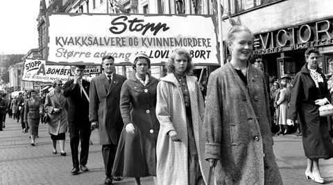 I 1958 var paroler mot kvakksalvere og «kvinnemordere», og for lovlig abort, tema i 1. mai-toget. Ni år senere kom p-pillen til Norge.