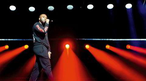 Drillet. Den nihilistiske rap-sjangeren «drill» oppsto i Chicago på begynnelsen av 2010-tallet, og ble popularisert av artister som Chief Keef. Rundt midten av årtiet fikk UK Drill fotfeste i London. De voldelige tekstene blir anklaget for å være årsaken til økende kriminalitet i Englands hovedstad. Her, en av scenens største rappere, Headie One (Irving Adjej) under konsert på O2 Academy i Brixton, London i november 2019.