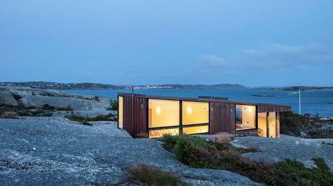 Vær og vind. Det er værhardt på svabergene i Bohuslän. Det blåser hele tiden og regner i alle retninger, det er nesten som å bygge på Vestlandet, synes arkitekt Stian Schjelderup.