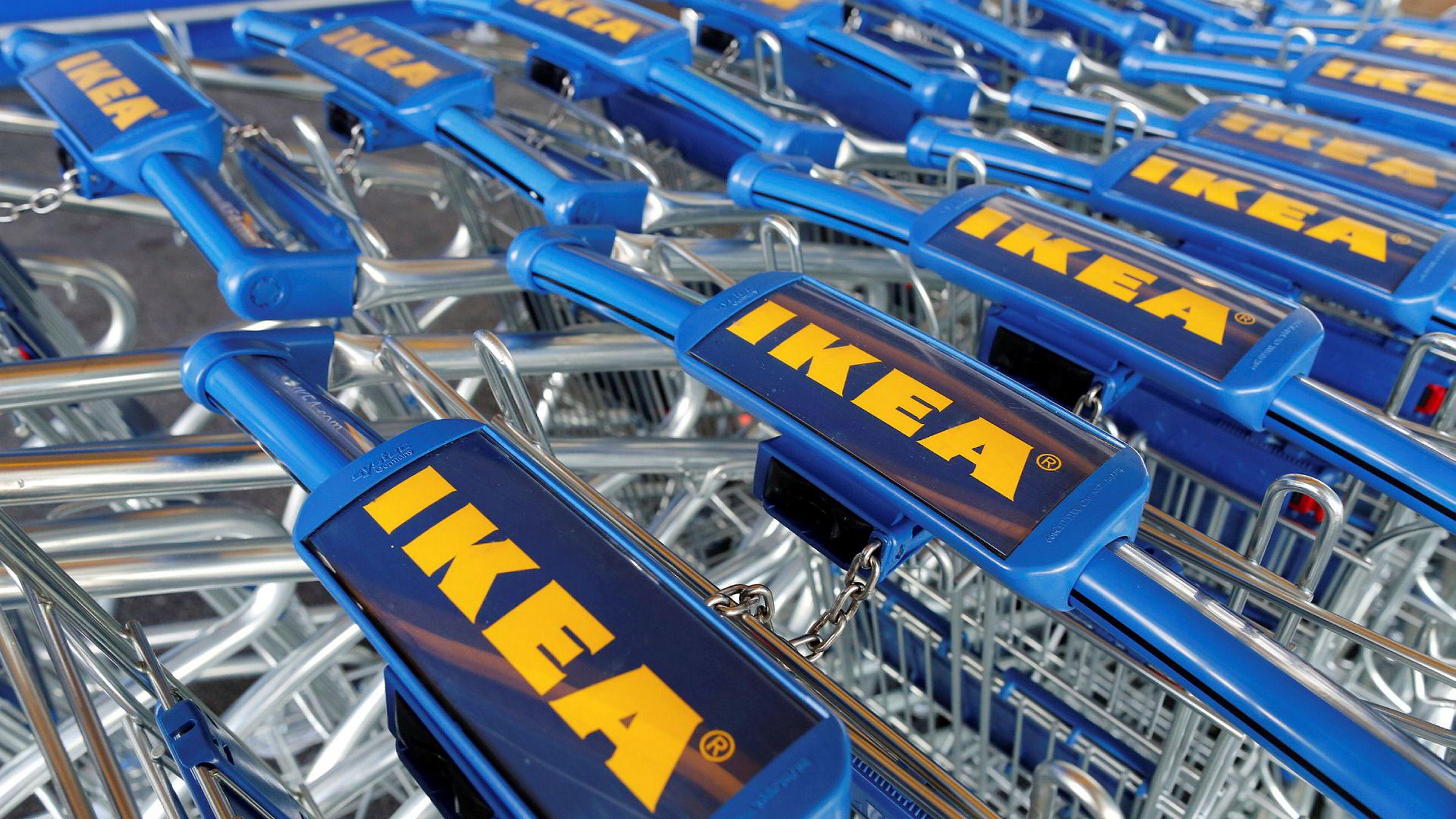 I Storbritannia kan Ikea-kundene nå fylle handletrallene med batterier som kan lades ved hjelp av solcellepaneler.
