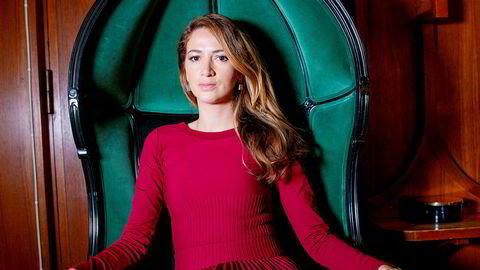 Zineb El Rhazoui mistet åtte av sine kolleger i terrorangrepet på satiremagasinet Charlie Hebdo. – Jeg er i live. Jeg må fortsette å kjempe for ideene de andre ble drept for. Jeg vil ikke en dag se meg i speilet og innse at de mistet livet for ingenting, sier hun.