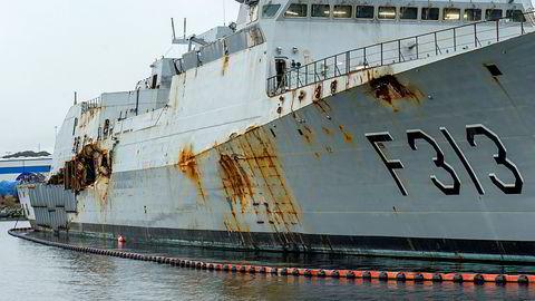KNM «Helge Ingstad» ligger ved kai på CCB-basen på Ågotnes. Fredag 8.november er det et år siden skipet havarerte.