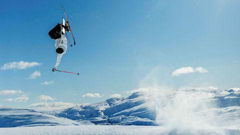 Den blå time. Norge stengte ned på sesongens fineste dag. Også spilloppmakeren Forthun fremsto, luftige stunt til tross, preget av stundens alvor.