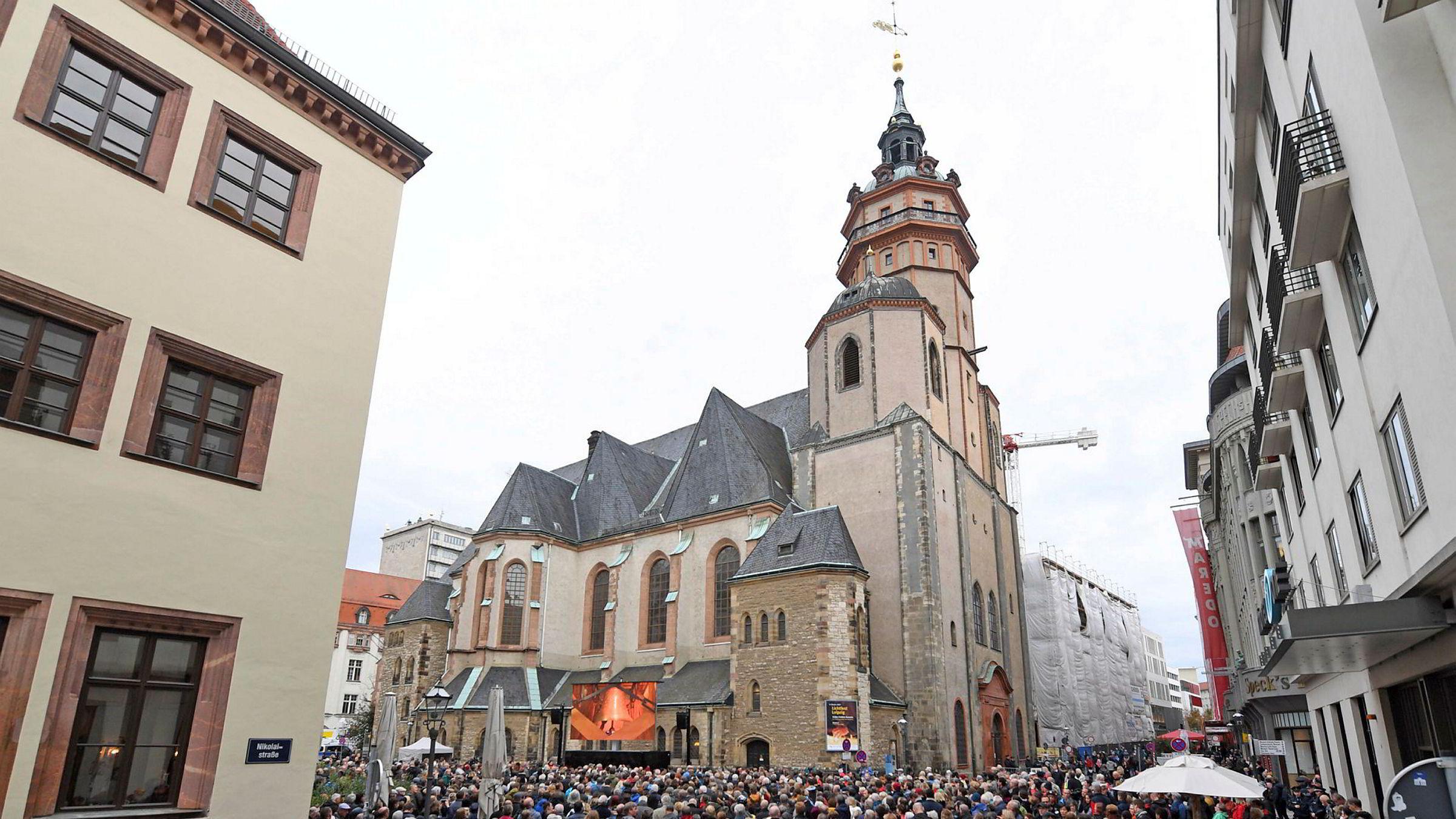 Folk samlet seg rundt Nikolaikirche i østtyske Leipzig sist måned får å markere 30-årsdagen for protestene mot DDR-regimet. Leipzig er i dag pusset opp og er en populær by å besøke både for utenlandske og tyske turister.
