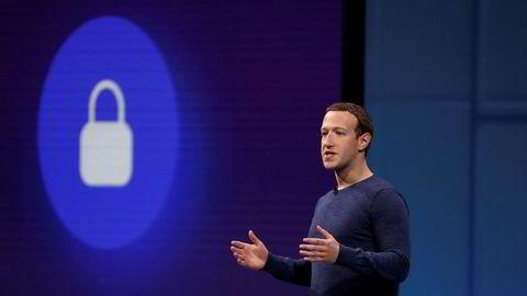 Mark Zuckerbers Facebook har fått den første boten i Cambridge Analytica-skandalen.