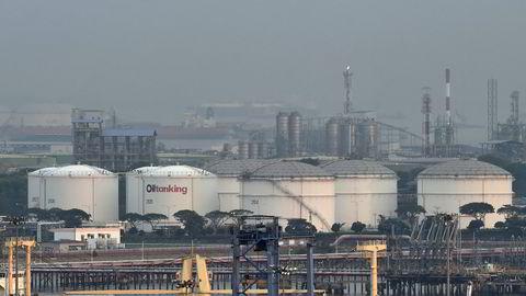Oljeetterspørselen har stupt i år på grunn av koronapandemien. Det eneste lyspunktet er i Kina, hvor etterspørselen har økt de siste månedene ettersom økonomien har gjenåpnet. Her fra oljelagre på Jurong island ved Singapore.