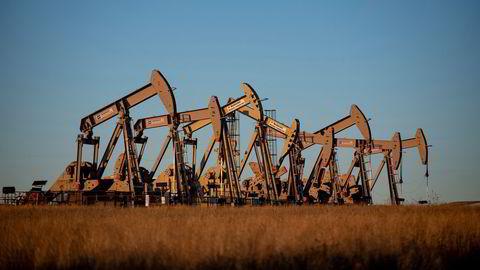 Etterspørselen etter olje har tatt seg kraftig globalt i takt med at stadig flere land gjenåpner samfunnet. Her vises oljerigger i delstaten Colorado, USA.