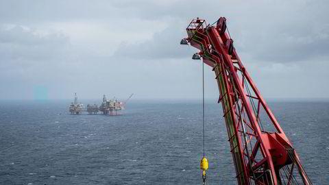 Ny undersøkelse viser at mange klimafond ikke er investert i tråd med Parisavtalen. Bildet er tatt fra en Maersk Drilling-rigg på Valhall-feltet i Nordsjøen.