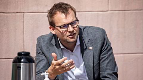 Kjell Ingolf Ropstad (KrF) erkjenner at koronapandemien har vist at reisegarantiordningen har noen svakheter. Nå skal hele ordningen gjennomgås.