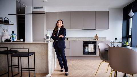 Alexandra Hoang (26) og samboeren er på jakt etter ny bolig i et brennhett Oslo marked. Her i den nyoppussede leiligheten de vurderer å selge for å skaffe seg et nytt oppussingsprosjekt.
