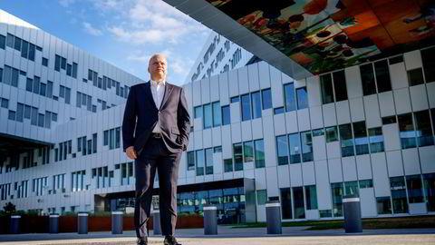 Equinor-sjef Anders Opedal utenfor hovedkontoret på Fornebu torsdag morgen.