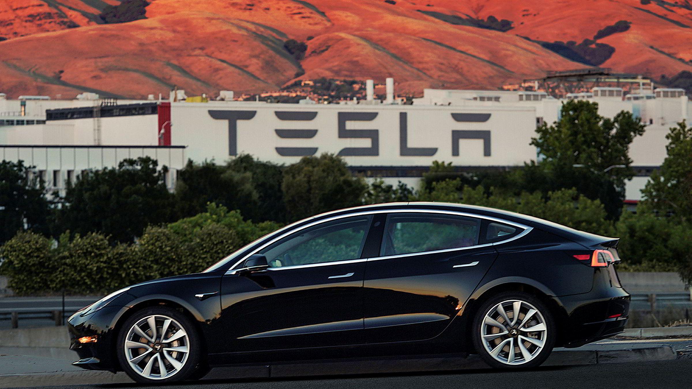 Tesla-sjef Elon Musk lovet å produsere 1500 eksemplarer av Tesla Model 3 i tredje kvartal, men fikk bare produsert 260 stykker. Bilen har fått en prislapp på 35.000 dollar (280.000 kroner) i USA.