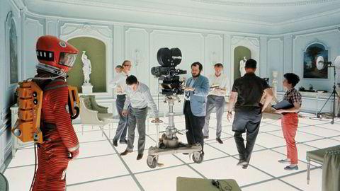 Ettpunktsperspektiv. Stanley Kubrick, her bak kamera på «2001. En romodyssé»-settet, var kjent for å involvere seg i alle ledd av filmproduksjonen.