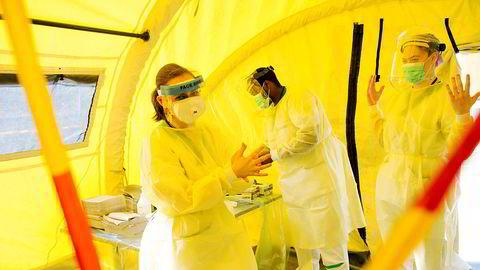 Legestudenter deltar i koronatesting ved legevakten i Bergen i mars i år.