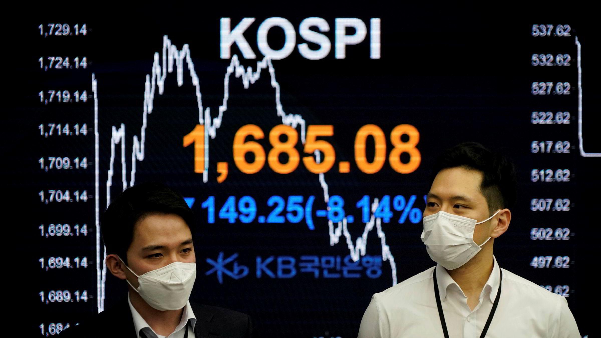 Børskrakket fortsetter med full styrke i Asia på fredag morgen. Tokyo-børsen har vært ti prosent lavere på det meste og også Sør-Korea har børsindeksen Kospi falt med over åtte prosent